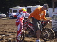 Paul Walker makes ruts, eases start for family friend at Log